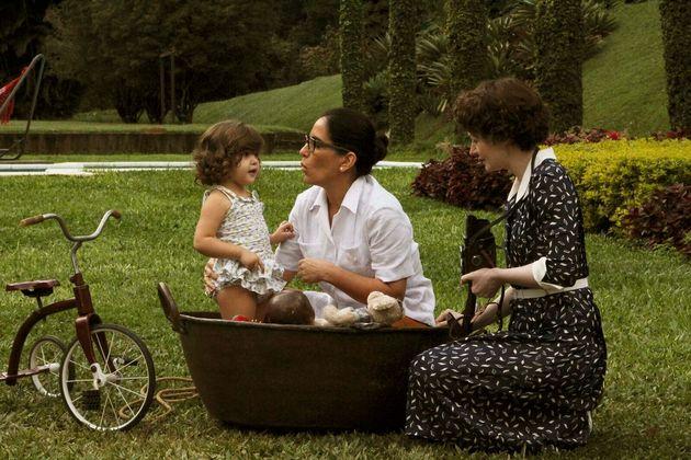 Gloria Pires (à esq.) interpreta a arquiteta brasileira Lota de Macedo em