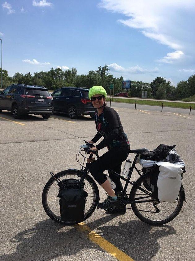 Cécile Hryhorczuk est partie de Vancouver le 23 juin dernier en vélo pour traverser le...