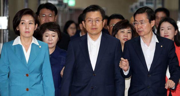 최고위원회의 참석하는 한국당