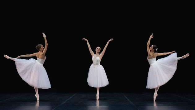 Suite En Blanc에서 신아현 (오른쪽), Photographer Mirka Kleemola, Finnish National Ballet