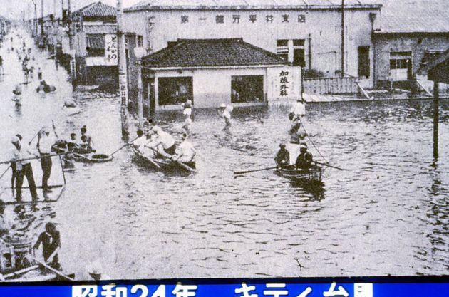 平井駅前が水没したキティ台風(昭和24)