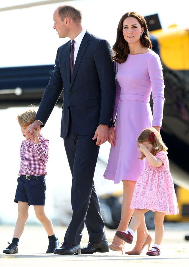 Kate, William et leurs trois enfants ont pris un vol low-cost pour partir en vacances dans le château...