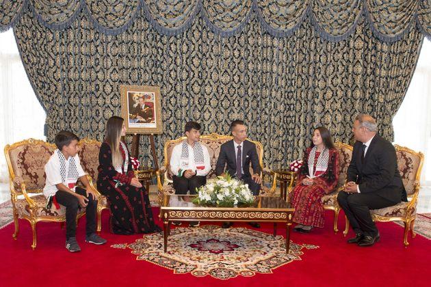 Le prince Moulay El Hassan reçoit les enfants d'Al-Qods participant à la 12ème édition des colonies de