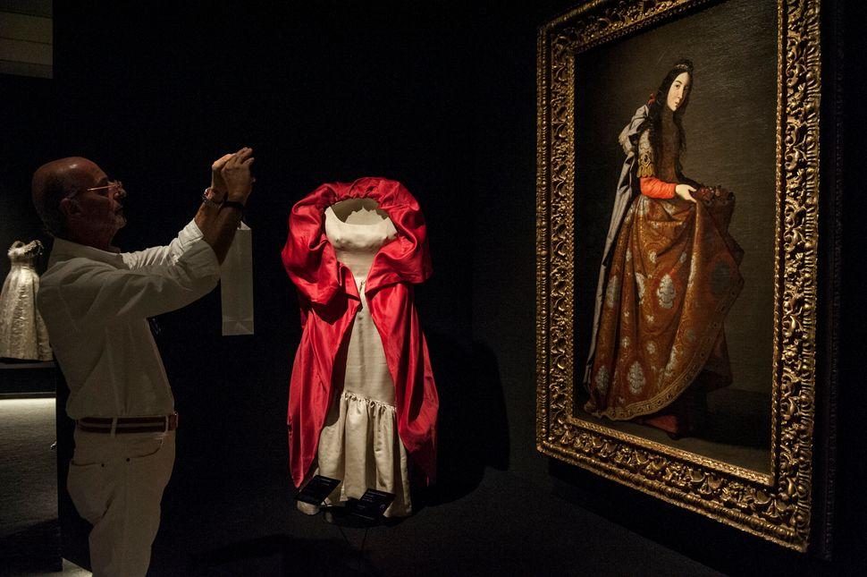 Όταν ο μετρ της υψηλής ραπτικής Κριστόμπαλ Μπαλενσιάγκα «συνάντησε» τον Γκόγια και τον