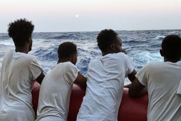Malta autorizza lo sbarco della Ocean Viking. I 356 migranti saranno ricollocati in Ue