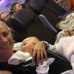 Il padre è proprietario della compagnia aerea, ma la figlia del patron di Virgin vola in