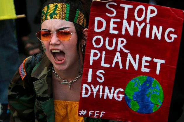 Manifestantes na França repudiam desmatamento na Amazônia, que será discutido pelo...