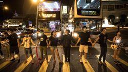 A Hong Kong catena umana di 40 km per protestare contro la