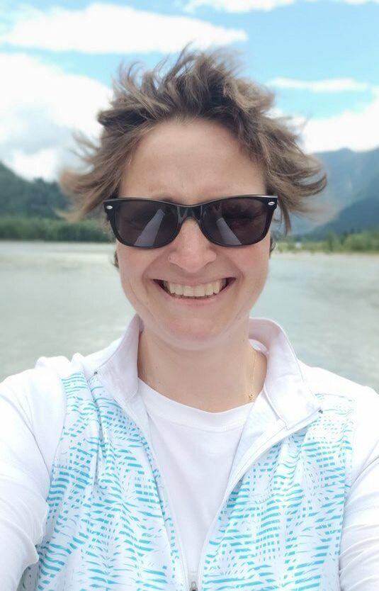 Cécile Hryhorczuk, lors d'une journée particulièrement venteuse en Colombie-Britannique