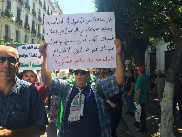 Six mois de contestation, Alger toujours en