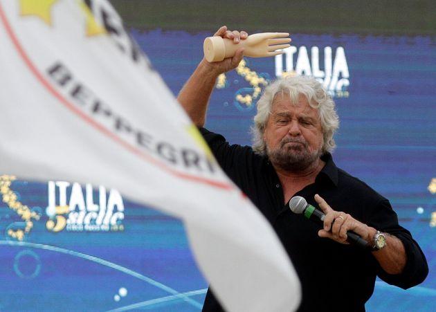 Grillo si scaglia contro Renzi e il Pd. E rilancia Conte: &q