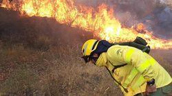 """""""Hay que evacuar el pueblo obligatoriamente"""": un incendio en Huelva provoca el desalojo de una localidad de 1.800"""