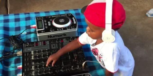 Ce DJ de 2 ans a vraiment de