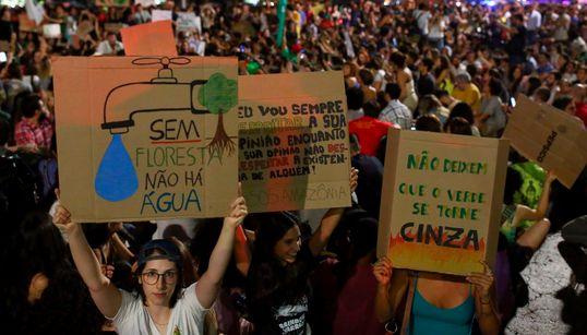 'Sem floresta não há água': Manifestantes vão às ruas pela Amazônia e contra