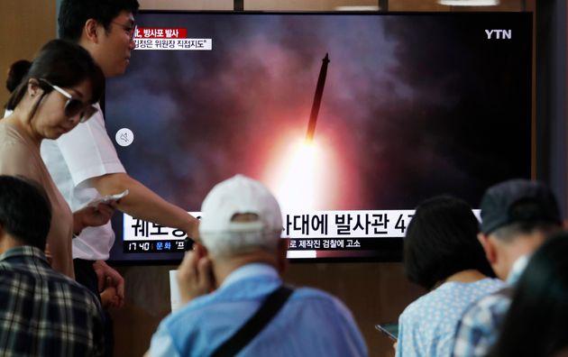 Photo d'illustration de Sud-coréens suivant en direct un lancement de projectiles e la Corée...