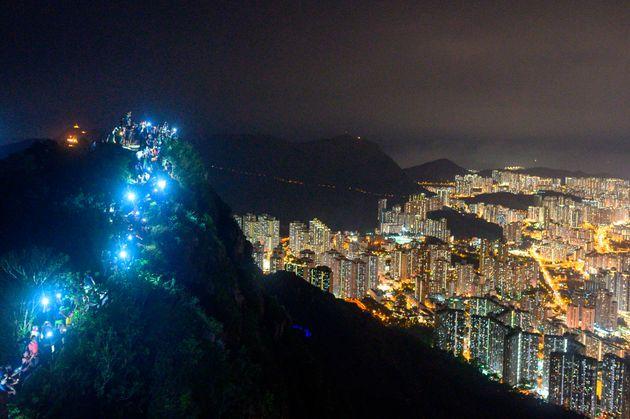 香港の「人間の鎖」=2019年8月23日
