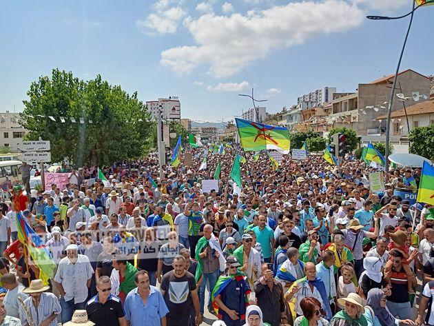 Choses vues le 27eme vendredi à Béjaïa: une révolution qui unit et