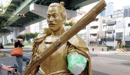 名古屋の織田信長像、左腕もがれる「ここまで大きな被害は初めて」