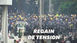 Face aux barricades, la police charge les manifestants
