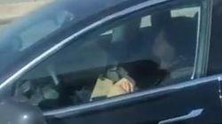 Βίντεο: Οδηγός Tesla κοιμόταν ενώ το αυτοκίνητο έτρεχε στον αυτόματο