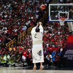 白鵬と鶴竜、バスケも横綱級だった。日本代表戦の始球式で美しすぎるシュートが話題に(動画)