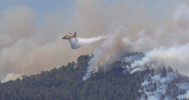 Extinguido el primero de los tres incendios declarados en Gran