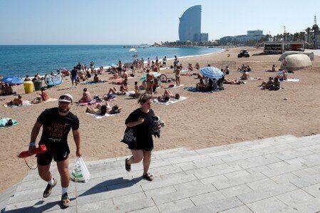 Espagne: La plage de Sant Sebastià à Barcelone évacuée après une alerte à la