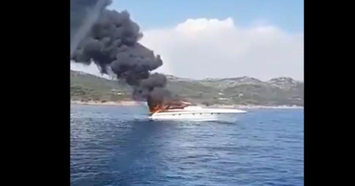 Le bateau de Maître Gims s'embrase au large de la Corse, le rappeur secouru