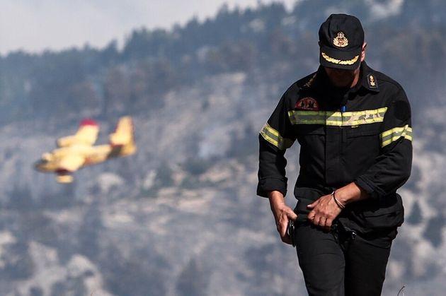 Επί ποδός και πάλι η Πυροσβεστική: Σε «κόκκινο» συναγερμό η μισή