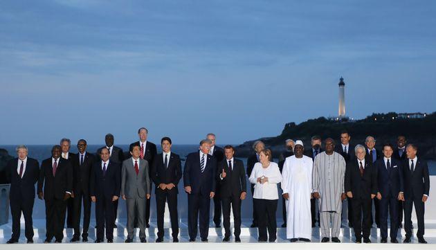 Au G7 à Biarritz, la traditionnelle photo de famille a accueilli les conjointes des dirigeants