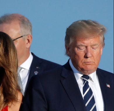 Esta foto es un cuadro: lo que pasa con Melania justo a la derecha de Trump arrasa en