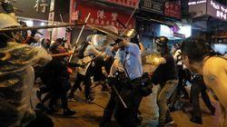 La policía de Hong Kong dispara al aire por primera vez desde el inicio de las