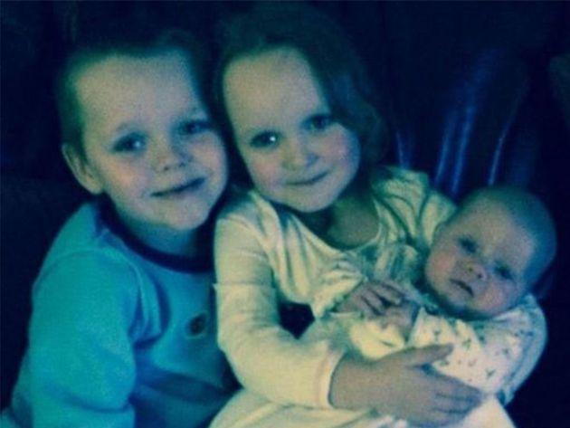 Πέθανε δυο χρόνια μετά την εμπρηστική επίθεση κατά την οποία έχασε τα τέσσερα παιδιά