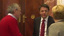 Maglione rosso e sorrisi: atmosfera rilassata tra Landini e Renzi