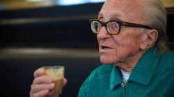 Du sucre dans le café, secret de longévité de cet écrivain italien