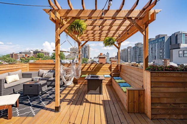 La folle terrasse de cette maison à vendre à Montréal vous