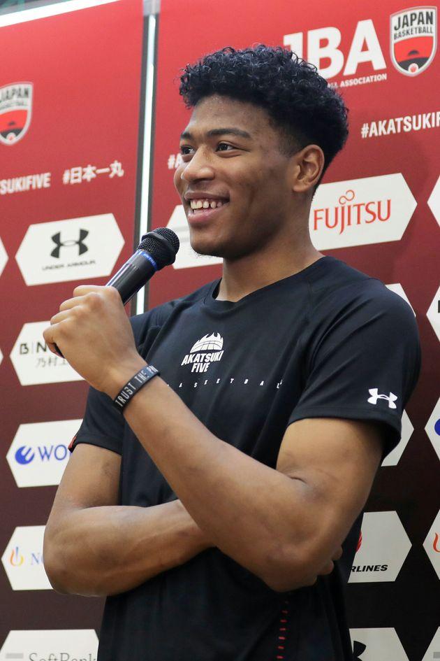 バスケットボール男子ワールドカップ(W杯)中国大会に向けた日本代表候補の強化合宿で、取材に応じる八村塁(ウィザーズ)=8月2日、名古屋市東区