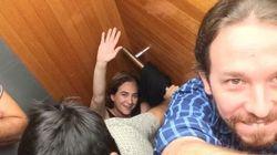 Colau e Iglesias, encerrados en un ascensor