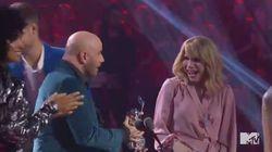John Travolta a confondu Taylor Swift avec une drag