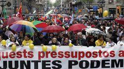 Miles de personas protestan en Barcelona contra los