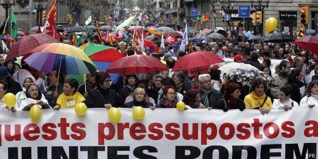 Miles de personas protestan en Barcelona contra los recortes y las políticas de