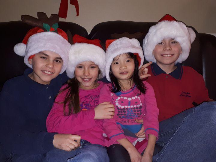 Première Noël d'Ann-Zoé avec ses frères et soeurs.