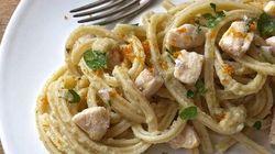 Un primo piatto che ha il sapore delle vacanze e di Sicilia: con pesce spada e