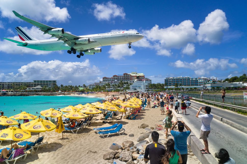 [UNVERIFIED CONTENT] A commercial airline landing at the Princess Juliana International Airport in St Maarten.