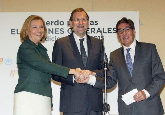 Luisa Fernanda Rudi, expresidenta del PP de Aragón, Mariano Rajoy, expresidente del PP, y Arturo Aliaga,...