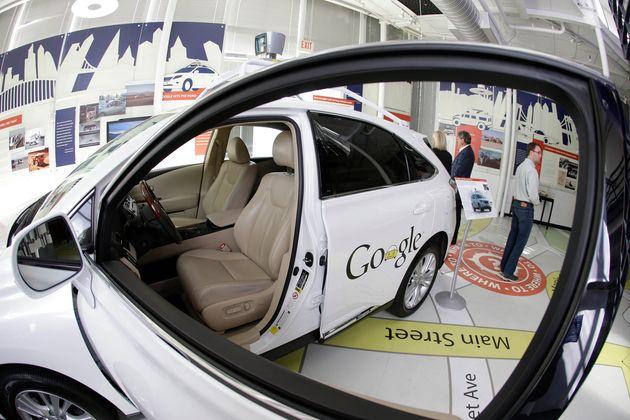 Sur cette photo prise en 2014 en Californie, une voiture autonome Waymo