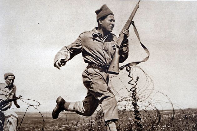 Greek soldier running during combat in the Greek civil War 1948. (Photo by: Universal History Archive/...