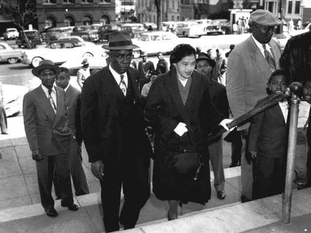 Rosa Parks enters courthouse for Montgomery bus boycott trial, Alabama, B&W