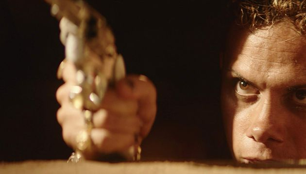 Silvero Pereira como Lunga, um cangaceiro moderno que parece ter saído direto do universo de Mad