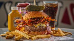 Haja Coração! Hamburgueria de SP comemora o Bacon Day com orgia gastronômica regada a bacon, muito